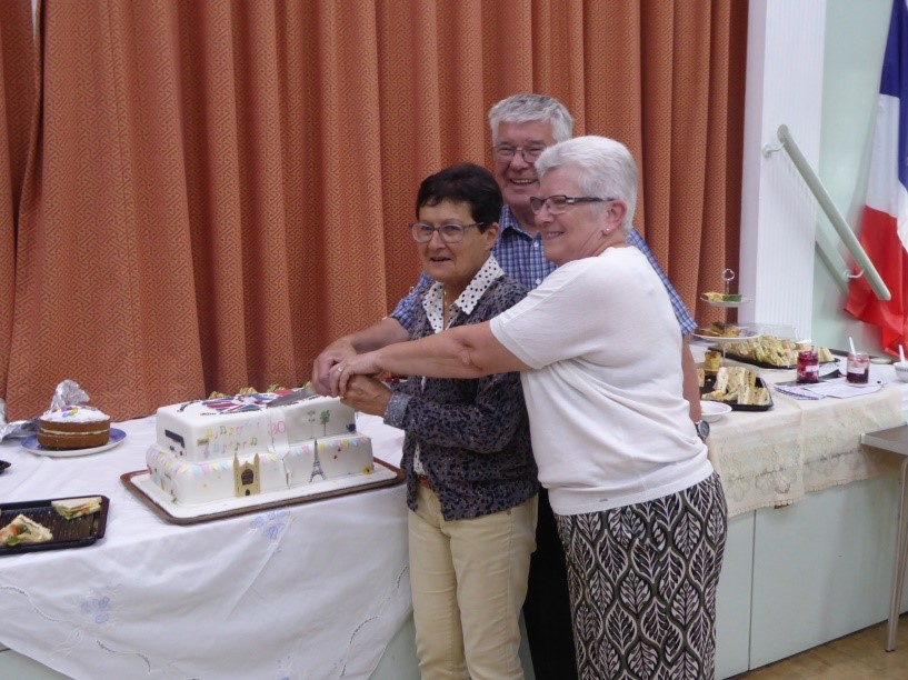 30th-anniversary-cake-cutting